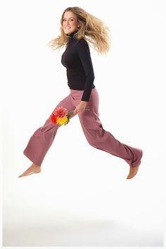 Pantalón crepe rosa Capri Pants, Style, Fashion, Pants, Capri Trousers, Moda, La Mode, Fasion, Fashion Models