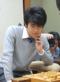 将棋の最年少プロ、藤井聡太六段(15)は28日、大阪市の関西将棋会館で指された王 - Yahoo!ニュース(日刊スポーツ)