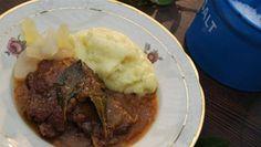 Bankekød af brødrene Price. Server dette klassiske, danske kød med en luftig, velsmagende kartoffelmos og en kold øl til herrerne - eller prøv med asier til