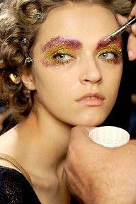 glitter eye make-up. sign me up