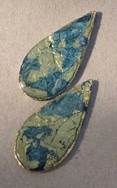 Schmuckteile aus Holzplättchen und Eierschalen. http://www.bastelfrau.de/basteln/verschiedenes/schmuckteile-aus-holzplaettchen2