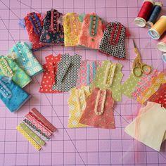 Doll Dress Patterns, Barbie Patterns, Clothing Patterns, Barbie Dress, Barbie Clothes, Blythe Dolls, Girl Dolls, Diy Clothes Videos, Sewing Dolls