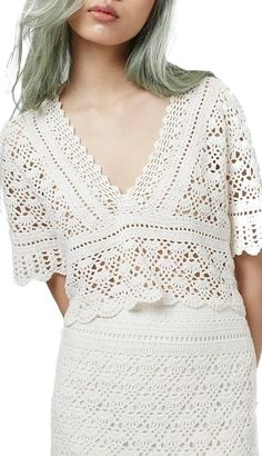 An openwork crochet top with retro feminine style features a plunging V-neckline and scalloped edges. Style Name: Topshop V-Neck Crochet Top. Style Number: Available in stores. Crochet Dress Outfits, Crochet Cardigan, Crochet Clothes, Crochet Ball, Mode Crochet, Knit Crochet, Crochet Tops, Crochet Woman, Top Pattern