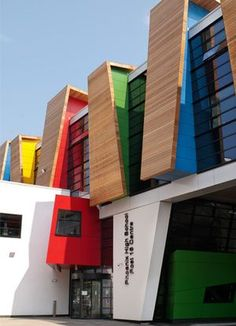 Architecture - Modern design : Phoenix High School, sixth-form centre - Dear Art Cultural Architecture, Colour Architecture, Education Architecture, Facade Architecture, Amazing Architecture, Contemporary Architecture, Kindergarten Architecture, Kindergarten Design, School Building Design