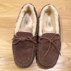 Ugg slippers Brown ugg slippers. Price is firm. No trades. UGG Shoes Slippers