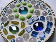 Live In Art: Beads-bottle cap mosaic pendants