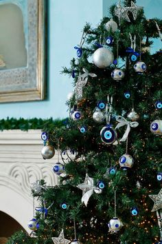 A nazar is an eye-shaped amulet believed to protect against evil. We're sticking beside @Mandy Dewey Seasons Hotel Istanbul at Sultanahmet's tree this season! #HowToHoliday