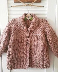 Der Frühling ist in unserer Strickjacke c bei Bah # ım ım Bah Bah Bah Bah fertig Toddler Cardigan, Knitted Baby Cardigan, Knit Baby Sweaters, Knitted Baby Clothes, Girls Sweaters, Baby Sweater Patterns, Baby Knitting Patterns, Knitting For Kids, Easy Knitting