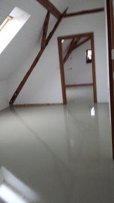 čištění podlahy mokrou cestou, nanesení polymerových vosků jako ochrany před zašpiněním, www.profi-uklid.cz