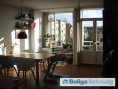 Azaleavej 10, 2. th., 2000 Frederiksberg - Dejlig lys lejlighed med to store værelser og sydvendt altan #frederiksberg #andel #andelsbolig #andelslejlighed #selvsalg #boligsalg