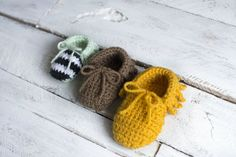 **Find the PDF version of this pattern in my shop by clicking here. Great  for easy printing!**  I feel like baby moccasins are EVERYWHERE nowadays. But I haven't seen a  crochet pattern for this specific style of baby moccs, so I jumped right on  creating them!  Really, these are pretty simp