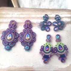 Mucho púrpura, porque sí. Todos disponibles. . . . . . . #soutache #soutachechile #chilegram #piedrasnaturales #cristales #ventaschile #hechoamano #handmade #hechoenchile Diy Earrings, Tassel Earrings, Earrings Handmade, Soutache Tutorial, Soutache Necklace, Shibori, Beaded Embroidery, Boho Jewelry, Jewerly