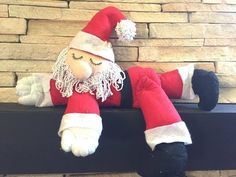 Moldes para artesanato em tecido: Papa noel Dormindo em Feltro com Moldes Diy Christmas Village, Christmas Diy, Christmas Makes, Xmas Decorations, Doll Patterns, Christmas Stockings, Diy And Crafts, Projects To Try, Creations