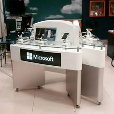 Mueble exhibicion modulo display mueble de experiencia for Mueble para telefono