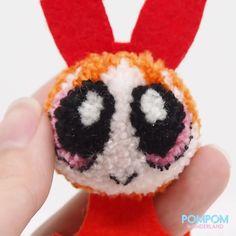 DIY Tutorial - How to Make Pompom Powerpuff Girls - Pompom Tutorial - Knitting Projects Pom Pom Crafts, Yarn Crafts, Crafts For Girls, Diy And Crafts, Knitting Projects, Crochet Projects, Pom Pom Animals, Woolen Craft, Yarn Dolls