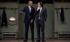 AJANKOHTAISTA 23.4.2016 SHAKSPEARE 400 vuotta. Barack Obama ja Glob-teatterin koulutusosaston johtaja Patrick Spottiswoode lauantaina Globe-teatterissa.