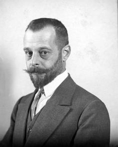 Félix d'Herelle (1873–1949) was a French-Canadian microbiologist, the co-discoverer of bacteriophages (viruses that infect bacteria) and experimented with the possibility of phage therapy. Photo: Collection Musée Pasteur Paris