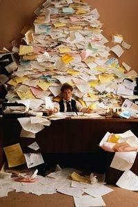 Herken je dit: je bent met je baas of met een klant aan het bellen en je moet opeens een document in je computer hebben. Je zoekt en vindt het niet, terwijl je gesprekspartner wacht aan de telefoon… Hiermee scoor je geen punten. Deze situatie voorkom je eenvoudig als je de volgende 6 tips voor effectief file-management in je oren knoopt.