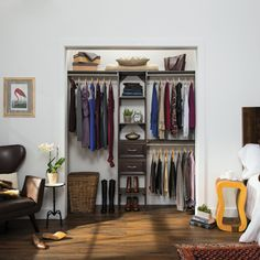 Upgrading your guest closet is easy with SuiteSymphony. Explore this DIY organization solution. #DIY #ClosetDesign #HomeOrganization