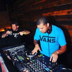 I'll scratch on anything !! Crazy night at the @bassmntnightclub @truebassmusic  holding it down !!! #truebass #bassmusic #Dubstep #trap #scratching #scratchdj #turntabilist #turntablism #cdj #dj  #SLiKsound by sliksound_schaine http://ift.tt/1HNGVsC