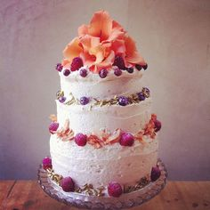 Love this rustic Lily Vanilli cake