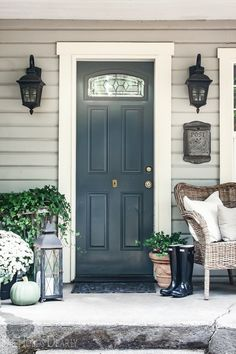 front porch decor ideas - Porches have their background in very early America and are frequently related to a simpler time and lifestyle, Best Rustic Farmhouse Front And Back Porch Designs Ideas Farmhouse Front, Rustic Farmhouse, Farmhouse Style, Rustic Chic, City Farmhouse, Rustic Modern, Front Door Colors, Front Door Decor, Unique Front Doors