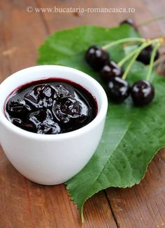 Dulceata de cirese negre Black Cherry Jam, Canning Pickles, Romanian Food, Jam Recipes, Pickling, Homemade Food, Simple Style, Pantry, Sauces
