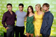 Blake Lively with Chace Crawford, Penn Badgley, Leighton Meester and Ed Westwick (GG)