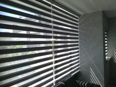 Binnenzonwering Blinds, Curtains, Home Decor, Jalousies, Blind, Interior Design, Draping, Home Interior Design, Window Scarf