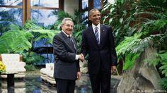 Obama se reúne con Castro en Cuba Barack Obama se reúne, en el segundo día de su visita a Cuba, con el mandatario cubano Raúl Castro, y participará también en un foro de negocios entre líderes empresariales de EE.UU. y emprendedores cubanos. Castro recibe al presidente de EE. UU. en el Palacio de la Revolución[...]