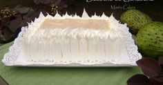 Soursop Cream Cake / Not just for Shade anymore! Use the tree! Dessert Drinks, Dessert Table, Soursop Benefits, Tortillas Veganas, Dominican Food, Latin Food, Some Recipe, Frosting Recipes, Cream Cake