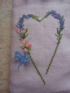 Patroon komt van blog spot by luli. Borduurwerk en kanten vlinder zijn gemaakt door Wemmie Eggens.