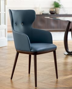 The Andy collection is available as a side or arm chair in solid walnut or ash wood. Possibility to order the chair with contrasting upholstery for the buttons or same color. Contemporary Dining Chairs, Dining Arm Chair, Upholstered Furniture, Luxury Living, Side Chairs, Modern Furniture, Armchair, Upholstery, Lounge
