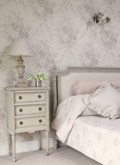 Oyster Roses wallpaper & Kitty bedspread. You may not think to mix grey with pink when it coms to your bedroom decor, but they works so perfectly together. Pure vintage elegance.