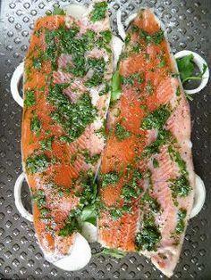 Tak bardzo smakowała mi ta ryba, że nie mogłam się jej najeść. To był naprawdę wyjątkowo pyszny i jednocześnie lekki posiłek. Pstrąg był b... Grilled Fish, Polish Recipes, Baked Salmon, Fish And Seafood, Fresh Rolls, Appetizers, Food And Drink, Cooking Recipes, Yummy Food
