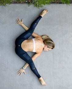 One of the best ways to have relief from lower back pain is through Hatha Yoga exercises. Yoga poses can help the symptoms and root causes of back pain. Fitness Workouts, Yoga Fitness, Fitness Classes, Fitness Weightloss, Workout Routines, Esprit Yoga, Alo Yoga, Photo Yoga, Yoga Training