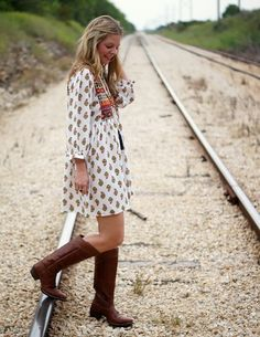 Brown vs silver cowgirl trendy ones. A little western & boho vibe. Fall outfit idea.