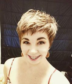 Trendy Short Hair Cuts Models in 2020 – Hair Cuts Short Pixie, Pixie Cut, Short Hair Cuts, Pixie Hairstyles, Pixie Haircut, Bright Blonde, New Mums, Short Styles, Great Hair