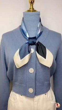 Ways To Tie Scarves, Ways To Wear A Scarf, How To Wear Scarves, Scarf Knots, Diy Scarf, Scarf Ideas, Scarf Wearing Styles, Scarf Styles, Mode Outfits