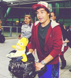 Puppy  liam Payne hello littles things one direction @kendylpuhan. LOOK AT THE HARRY POTTER BAG!! :-) look familiar?