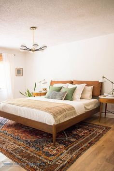 Great Mid Century Modern Bedroom with white walls, vintage rug, leather headboard and DIY projects! The post Mid Century Modern Bedroom with white walls, vintage rug, leather headboard and … appeared first on Home Decor . Home Decor Bedroom, Bedroom Furniture, Living Room Decor, Diy Home Decor, Diy Bedroom, Bedroom Headboards, Furniture Ideas, Master Bedrooms, Furniture Dolly