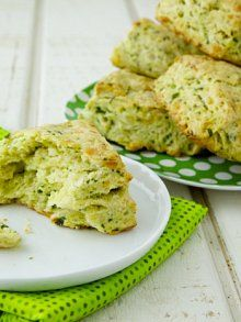 Spinach Cheddar Chive Scones | #StPaddysDay #dyefree Weelicious.com