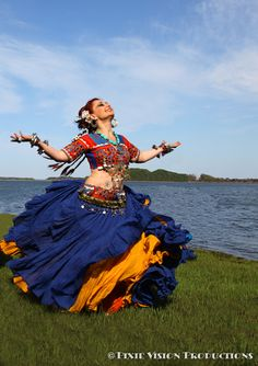 American Tribal Style Bellydance - one of my favourite photographs by Pixie - just so full of energy, life and vigour Tribal Dance, Tribal Fusion, Just Dance, Shall We Dance, Folklore, Flamenco, Dance Music, Dance Art, Tribal Style