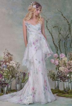 Os modelos da linha bridal, de Elizabeth Filmore, incluem estampas e bordados florais, renda tatuagem e shapes românticos. Veja mais: http://yeswedding.com.br/pt/antena-yes/post/elizabeth-filmore-fall-2015