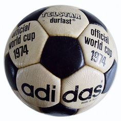 Fifa World Cup footballs through history First Football, Retro Football, Adidas Football, Football Kits, Football Soccer, Soccer Ball, Football Players, World Cup Logo, Image Foot