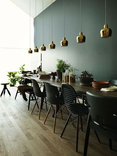 10 dining room paint color ideas to update your dining room decor. Our decorating experts' favorite paint color ideas for dining rooms. For more colorful dining room decorating ideas and painting ideas go to Domino. Decor, House Design, Interior, Dining Room Paint, Dining Room Decor, Home Decor, House Interior, Dining Room Colors, Dining