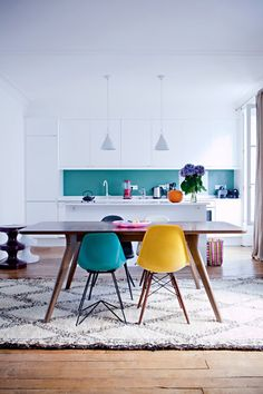 colorful kitchen and dining space / Miluccia