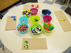 @balancedlitdiet --> Integrating vocabulary development with art using colors of the rainbow!