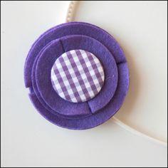 Diademas para pequeñas y mayores. Fieltro, tela, chapas forradas y botones. A la venta en Mondo Lirondo.