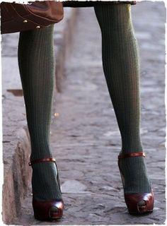 Mary Jane open toe testa di moro con calze verdi
